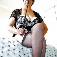 Fessées et punitions au programme avec Maitresse Salvia